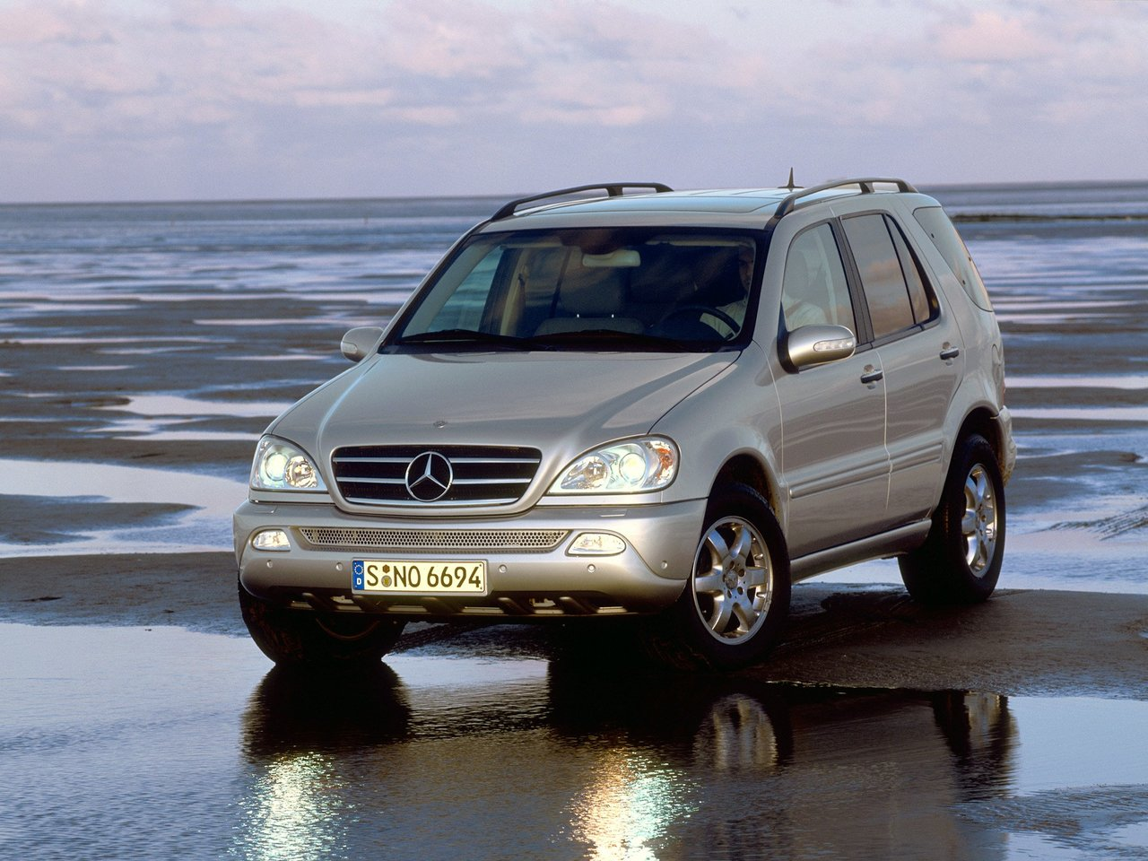 Mercedes Benz ML320 W163
