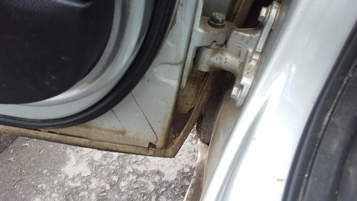 osmatrivaem-kuzov-avtomobilya