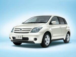 Toyota IST I поколение